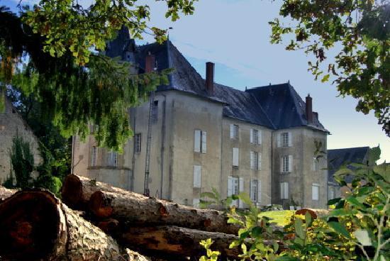 Château de Poussignol Chambres & Tables d'hôtes : côté jardin