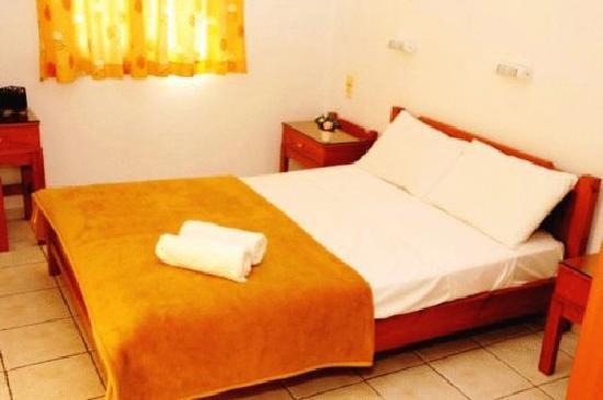 Matheos Apartments: bedroom