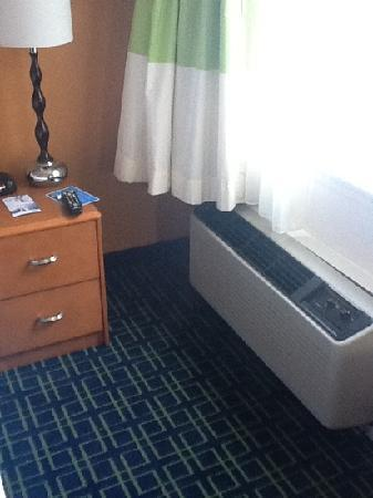 Fairfield Inn Boston Dedham: loud ac, new carpet and furniture