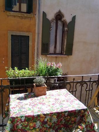 Apple Suite Bed & Breakfast: dal balconcino della cucina