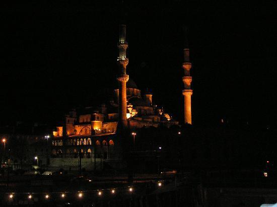 İstanbul, Türkiye: Misticismo notturno