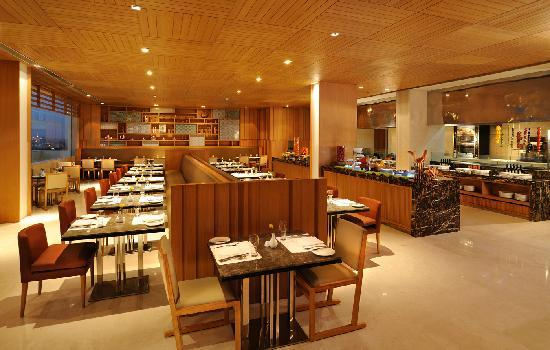 Holiday Inn New Delhi Mayur Vihar Noida: Cafe On 3 - 24 Hours Multi-Cuisine Restaurant