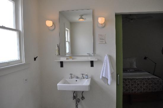 Hotel San Jose: Sink and vanity area