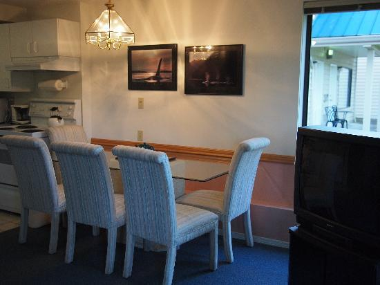 Whale's Tail Guest Suites: typical dining area