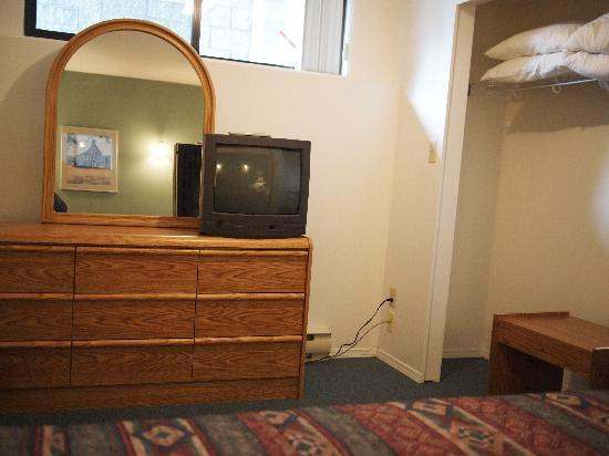 Whale's Tail Guest Suites: TV in most bedroom areas, only in living room in the 2 or 3 bedroom suite