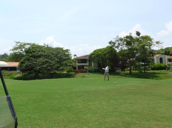 Tee Times Costa Rica Golf Tours: 18th overlooking our room