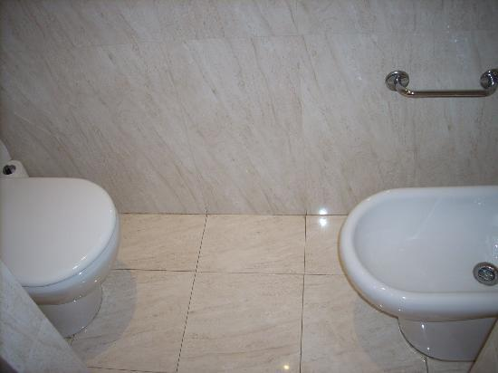Hotel City Express Santander Parayas: WC
