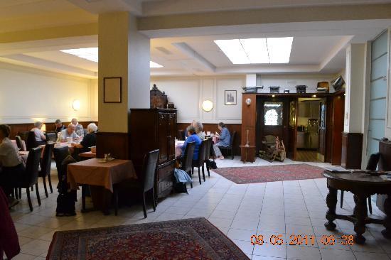 Continental Hotel Saarbrücken: Breakfast room