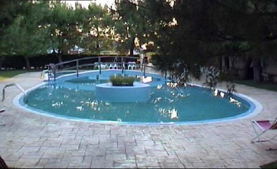 Holiday residence hotel reviews price comparison for Piscina wspace bari