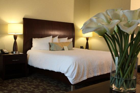 Hilton Garden Inn Warner Robins: Garden Sleep System Adjustable Bed
