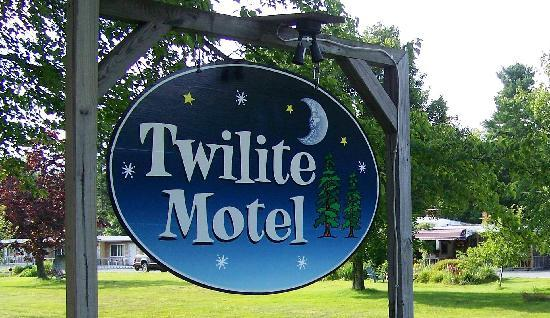 Twilite Motel: Sign
