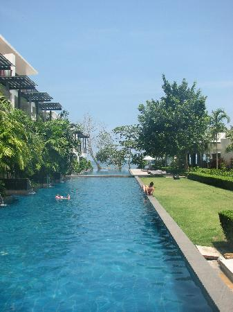 The Chill Resort & Spa, Koh Chang: Pool mit Hotelanlage