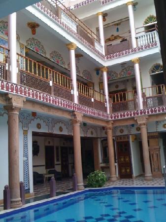 โฮเต็ล ไวมอล เฮอร์ริเทจ: courtyard