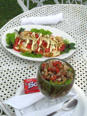 Jardines del Lago: Great food ( cebiche) served lakeside