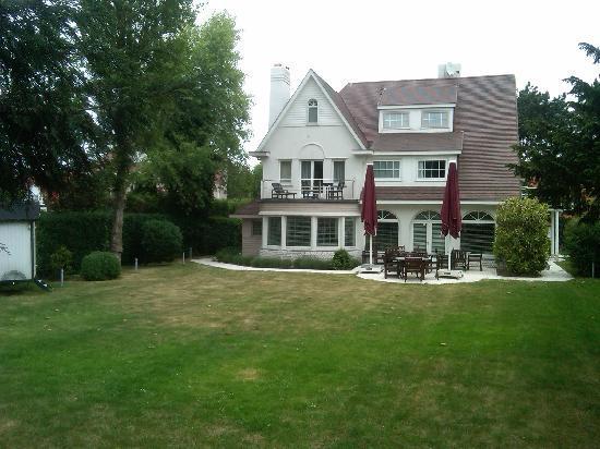 Hotel Approach: Private Backyard