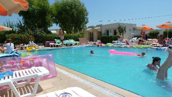 Meliton Hotel: The great clean pool area.