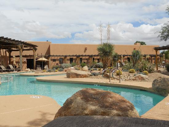 Aji Spa - Sheraton Wild Horse Pass Resort & Spa: A view of the pool