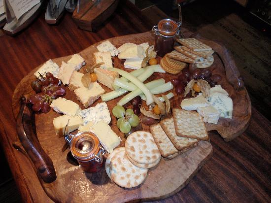 The Guildhall Tavern: Cheese board to share!!