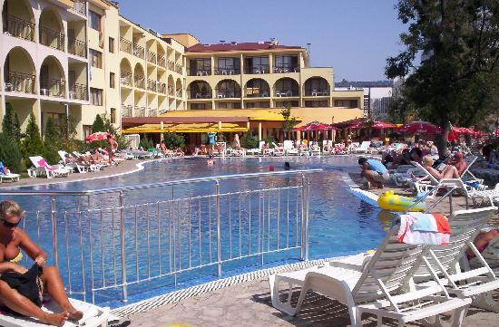Yavor Palace: pool view