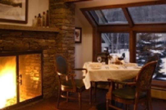 River Tavern at Hawk Resort: Fireside Dining