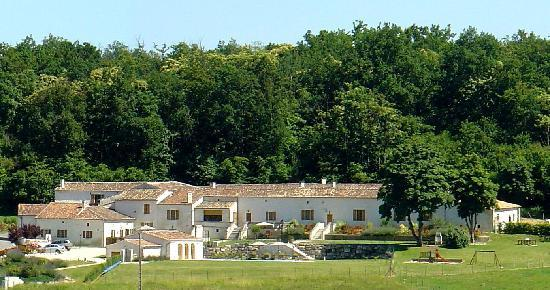 Le Relais de Saint Preuil: Le Relais : un hameau / a hamlet in the vineyards
