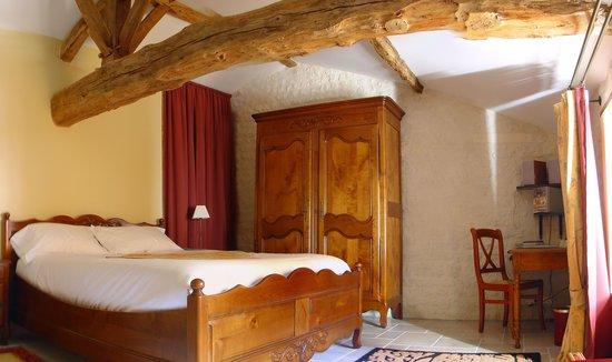 Le Relais de Saint Preuil: Le Messager : a Deluxe room / une chambre double