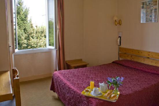 Hotel Des Pyrenees: Chambre double confort