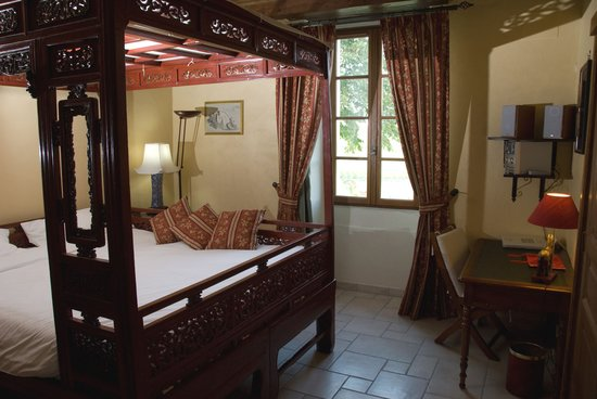 Le Relais de Saint Preuil: Le Palanquin : the chinese four-poster bed / le lit baldaquin chinois