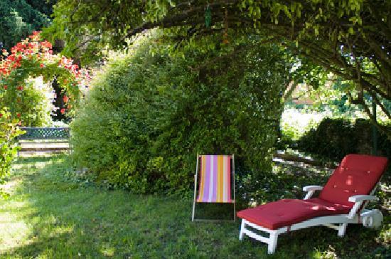 Hotel Des Pyrenees: Notre jardin.