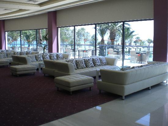 Venosa Beach Resort & Spa: leather sofas to chill out on