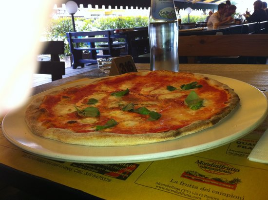 Pizza Del Re - Picture of Pizzeria La Terrazza, Montebelluna ...
