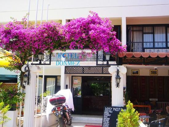 Donmez Hotel: Hotel entrance