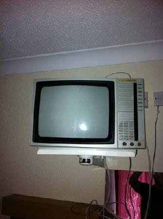 Hotel Burlington : antique tv could put in auction pay for new shower