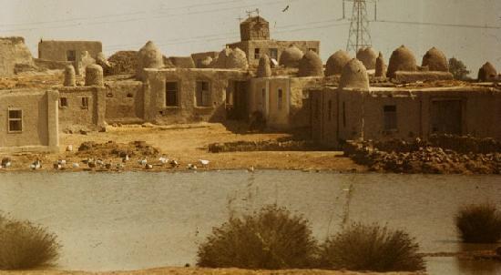 die alten d rfer mit h usern aus lehmziegel werden immer seltener bild von assuan aswan. Black Bedroom Furniture Sets. Home Design Ideas