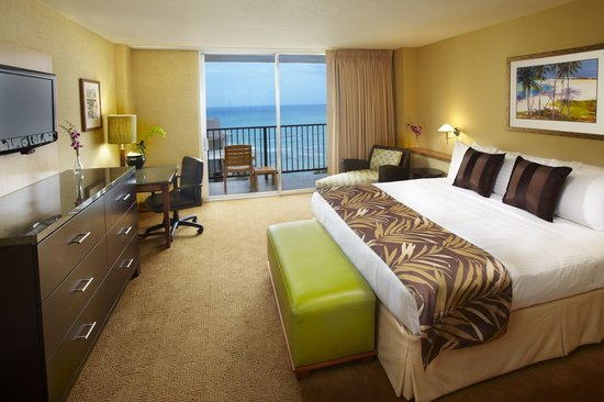 Waikiki Resort Hotel: Hotel Room with King Size Bed