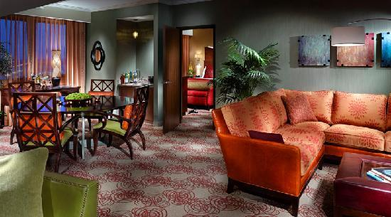 Choctaw Casino Resort: Parlor in one of our suites