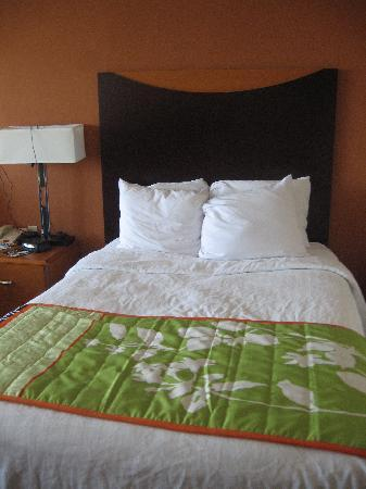 Red Roof Inn & Suites Atlantic City: the bed was called queen size but they were so small