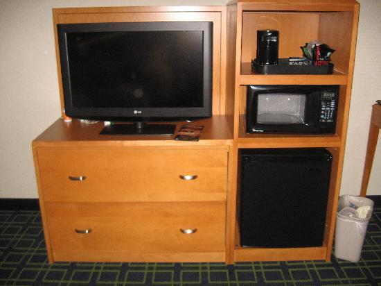 Red Roof Inn & Suites Atlantic City: idge microwave
