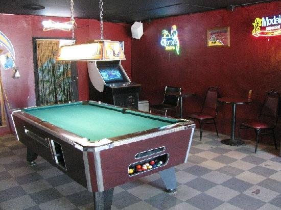 Hosie's Pacific Pub: We have pool tables too