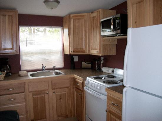 Triple R Cottages: full size, clean kitchen