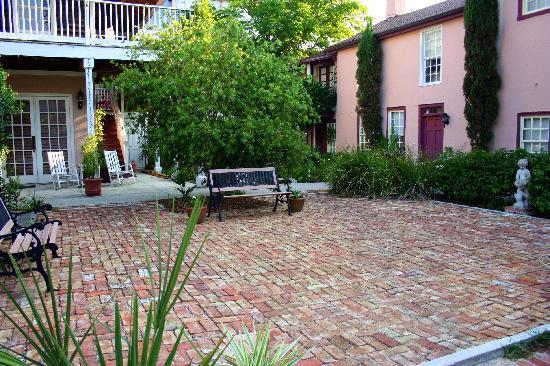 Casa de Solana Bed and Breakfast: courtyard