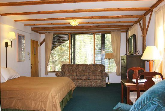 Columbine Inn & Conference Center: king suite
