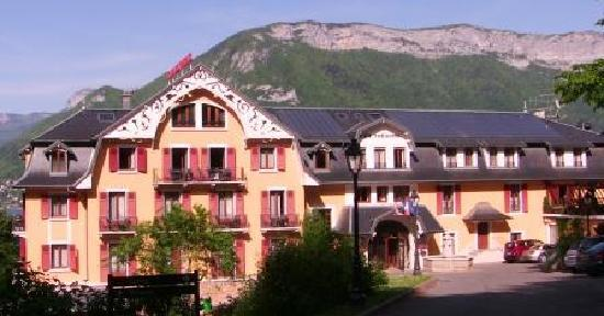 Les Tresoms, Lake and Spa Resort : Front entrance