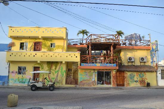 Hotel Las Palmas: Street view