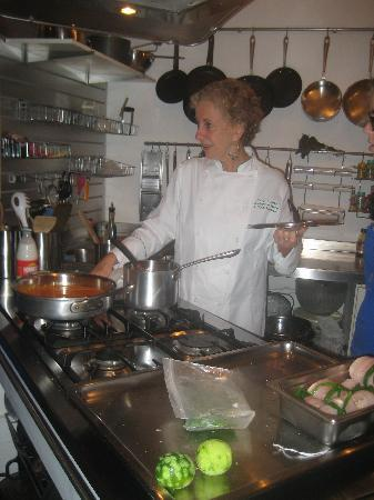 Academy of Cooking and Other Pleasures: Yara in her beautiful kitchen.