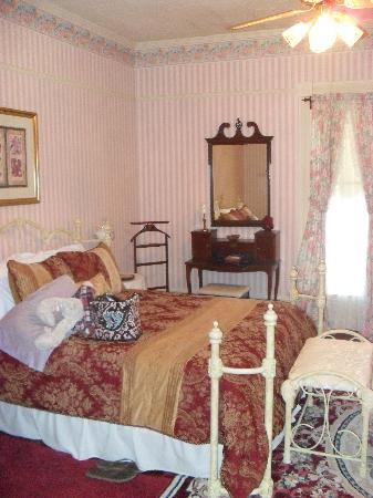 Angel Rose Bed & Breakfast: Our beautiful room!