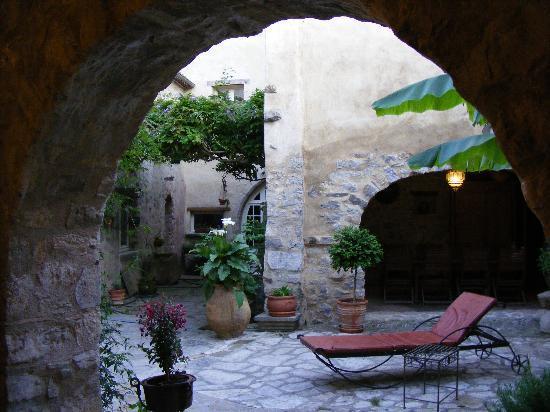 Les glycines : Le patio