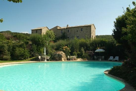 Castello di Petrata: La piscina