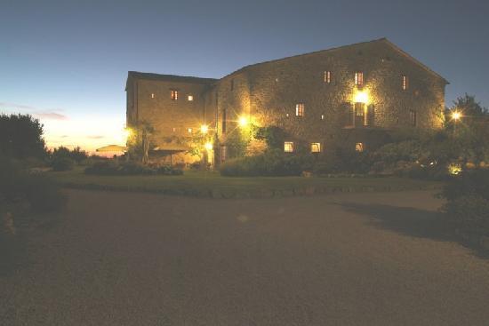 Castello di Petrata: Il castello di notte