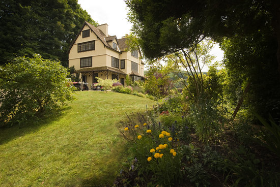 Porlock, UK : Oaks Hotel from garden